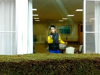 室内ガラス清掃の様子